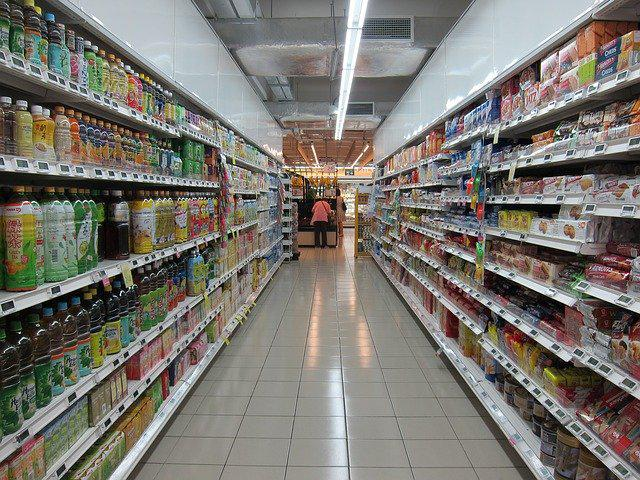 grocery-store-2619380640